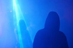 Schattenbild des Mannes und der erleuchteten Frauenparty lizenzfreies stockbild