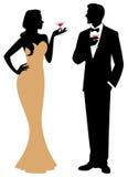 Schattenbild des Mannes und der Frau, die Holding in der in voller Länge eine Co stehen Lizenzfreies Stockbild