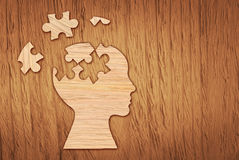 Schattenbild des menschlichen Kopfes, Symbol der psychischen Gesundheit Puzzlespiel Lizenzfreie Stockfotos