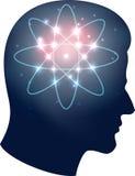 Schattenbild des menschlichen Kopfes und Atomsymbol Stockfotografie