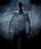 Schattenbild des muskulösen Mannes Lizenzfreies Stockfoto