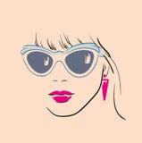 Schattenbild des schönen Mädchen-Gesichtes mit Gläsern Stockbilder