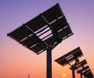 Schattenbild des Sonnenkollektors Stockfotos