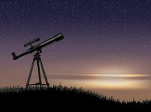 Schattenbild des Teleskops auf dem Rock mit dem Stern bei dem Himmelsonnenuntergang stock abbildung