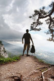 Schattenbild des Touristen und der schönen Landschaft Stockbild
