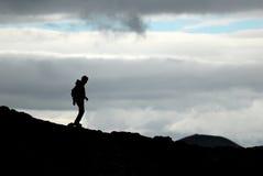 Schattenbild des Wanderers im Leirhnjukur-Vulkankessel, Island stockfotografie