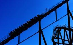 Schattenbild einer Achterbahn Stockfoto