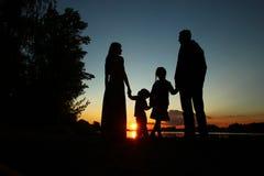 Schattenbild einer Familie mit Kindern Stockbilder