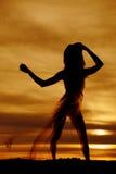 Schattenbild einer Frau beim Wäschenachthemdschlag Stockbilder