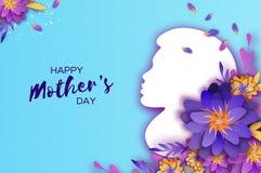Schattenbild einer Mutter im Papier schnitt Art Glückliche Muttertagesfeier Helle Origami-Blumen Frühlingsblüte auf Himmel Lizenzfreie Stockfotos