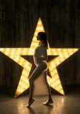 Schattenbild einer schönen schwangeren Frau Stockfotografie