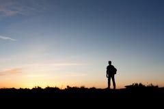 Schattenbild eines Bergsteigers Stockfoto
