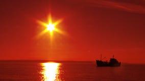 Schattenbild eines Fischenschiffs Lizenzfreies Stockfoto
