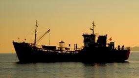 Schattenbild eines Fischenschiffs Lizenzfreie Stockbilder