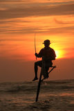 Schattenbild eines Fischers bei Sonnenuntergang, Unawatuna, Sri Lanka Stockfotos