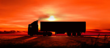 Schattenbild eines LKWs bei Sonnenuntergang Stockbilder