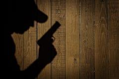 Schattenbild eines Mannes mit einer Pistole, XXXL-Bild Lizenzfreie Stockfotografie