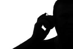 Schattenbild eines Mannes mit Symbol des Apfeltelefons Stockfotografie