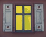 Schattenbild eines Paares, das Liebe in einem beleuchteten Fensterrahmen, eine romantische Nacht, Valentinsgrußtageskonzept macht lizenzfreie abbildung