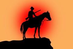Schattenbild eines Pferds und des Mitfahrers am Sonnenuntergang Stockfotografie