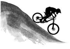 Schattenbild eines Radfahrers, der eine Mountainbike reitet Stockbild