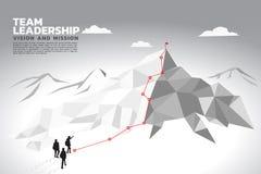 Schattenbild eines Teamleiters schauen oben, um vom Berg zu übersteigen vektor abbildung