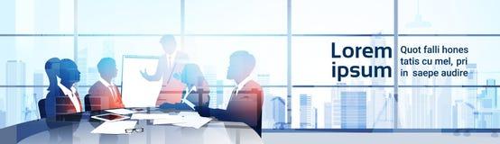 Schattenbild-Geschäftsleute Team With Flip Chart Seminar-Trainings-Konferenz-Brainstorming-Darstellungs-im modernen Büro