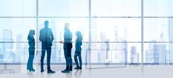 Schattenbild-Geschäftsleute Team Stand Talking Seminar Training-Konferenz-Brainstorming-im modernen Büro Stockfotografie