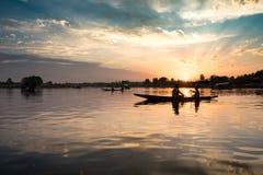 Schattenbild-Lebensstil-Fischer On Boat Stockbilder