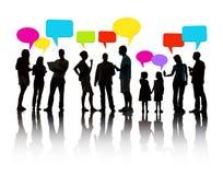Schattenbild-Leute-Kommunikation mit Sprache-Blasen Stockfoto