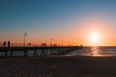 Schattenbild-Leute-Sonnenuntergang Lizenzfreies Stockbild