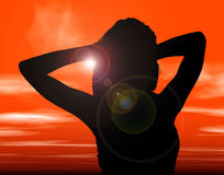Schattenbild mit Ausschnitts-Pfad der Frau gegen Sonnenuntergang Lizenzfreie Stockfotografie