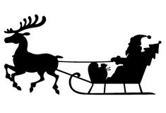 Schattenbild-Santa Claus-Pferdeschlitten mit Rotwild Stockfoto