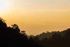 Schattenbild von Bergen zur Dämmerungszeit Stockfotos