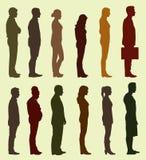 Schattenbild von den Leuten, die in Linie warten Stockbild