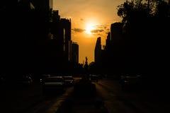 Schattenbild von Mexiko City gegen einen orange Himmel Lizenzfreies Stockfoto