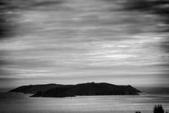 Schattenbild von Ons Island in Galizien, Spanien Lizenzfreies Stockfoto