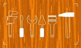 Schattenbild von Werkzeugen für Reparatur Heimwerkerlogo auf natürlichem dunklem hölzernem Hintergrund Stockfoto