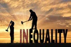 Schattenbild von zwei Männern mit Vorschlaghämmern zertrümmern Wortungleichheit Stockfoto