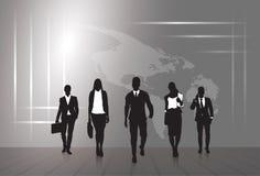 Schattenbild-Wirtschaftler-Gruppen-Geschäftsmann-und Frauen-Skizzen-Zusammenfassungs-Weltkarte-Hintergrund stock abbildung