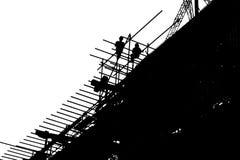 Schattenbildarbeitskräfte, die Gebäude an der Baustelle konstruieren vektor abbildung