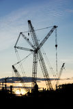 Schattenbildbaugewerbe-Ölplattform-Raffineriebaustelle Stockbild