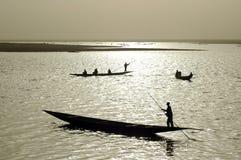 Schattenbilder der afrikanischen Fischer Lizenzfreies Stockbild