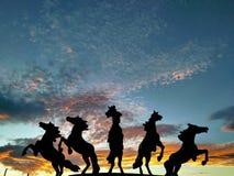 Schattenbilder der Pferde lizenzfreie stockfotografie