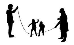 Schattenbilder des springenden Seilvektors Lizenzfreies Stockbild