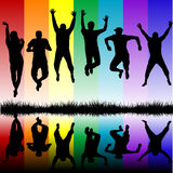 Schattenbilder des Springens der jungen Leute Lizenzfreies Stockbild