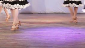 Schattenbilder des Tanzens stock video