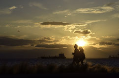 Schattenbilder am Sonnenuntergang Lizenzfreie Stockfotografie