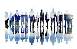 Schattenbilder von den Geschäftsleuten bedeckt mit Stadtbild Stockfotografie