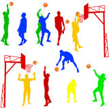 Schattenbilder von den Männern, die Basketball auf einem Weiß spielen Lizenzfreie Stockfotos